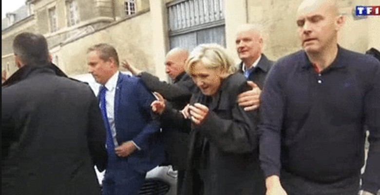 Marine Le Pen chahutée à la cathédrale de Reims